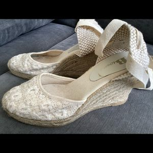 Browns embroidered tie up wedge sandals like new